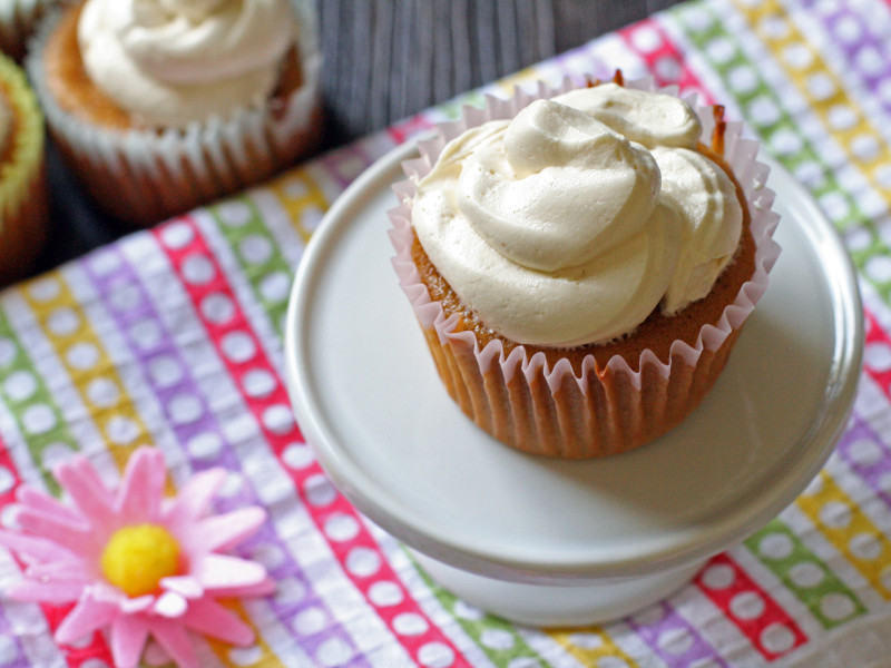 Moist-Vanilla-Cupcakes-with-Vanilla-Maple-Buttercream-Frosting-3