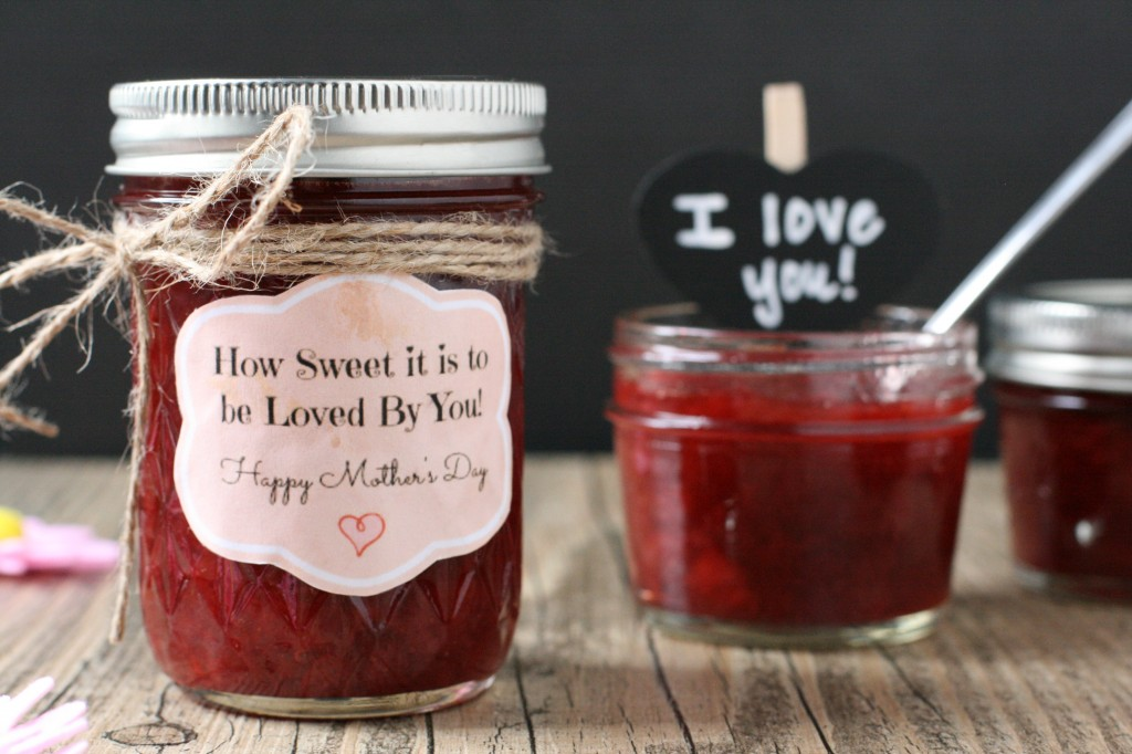 Make Mom or Grandma something homemade and special this year like homemade strawberry spread. Super easy! Post includes printable labels.