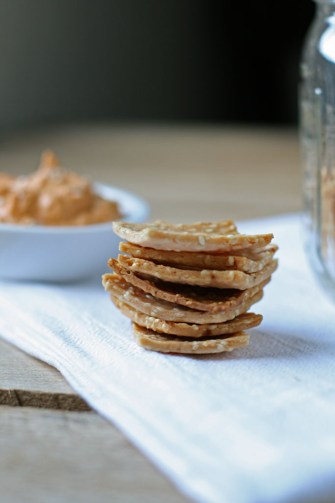 gluten-free-garlic-crunchy-rice-crackers-naturally-loriel13