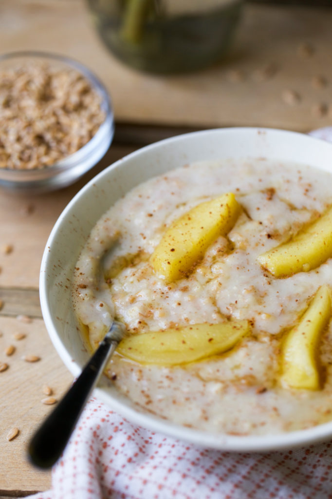 einkorn berry porridge with apples