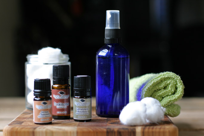This non-toxic DIY toner for acne prone skin contains five ingredients that pack an acne-fighting punch. It leaves your skin feeling refreshed and renewed.